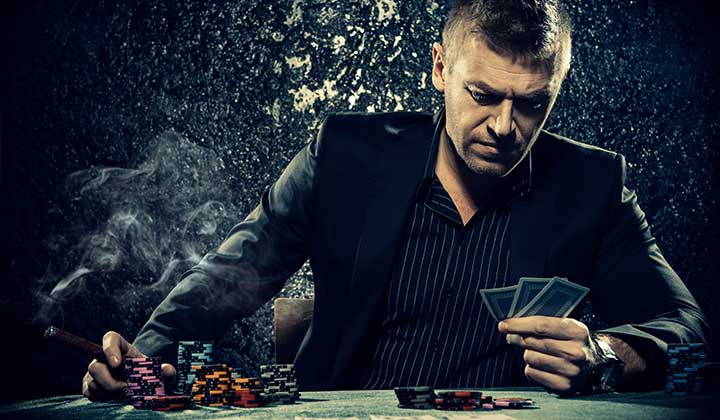 man-looking-at-poker-hand-720×420